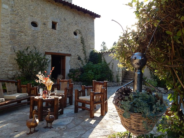 Belle maison de campagne, grand jardin et piscine - Chanterac