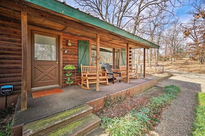 Retreat at Hidden Oaks Real Log Cabin near lake