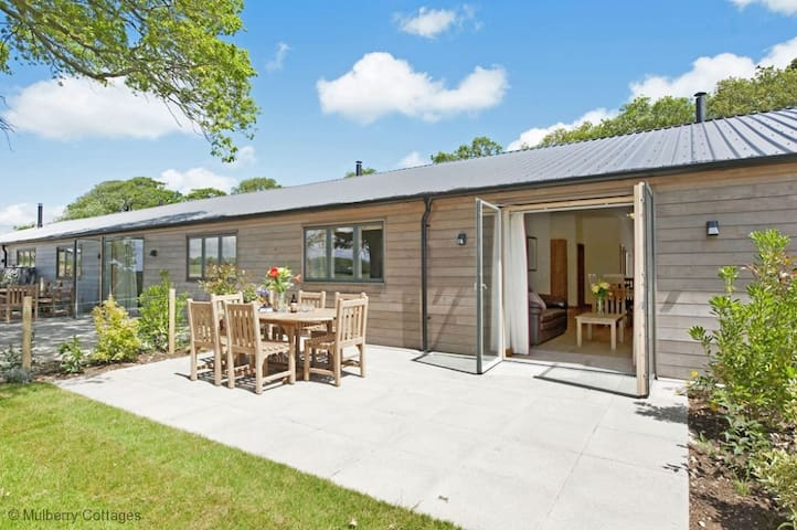 South Downs Cottage No 4 Sleeps 6, Exclusive high quality accessible holiday cottage complex set high in the tranquil South Downs National Park.