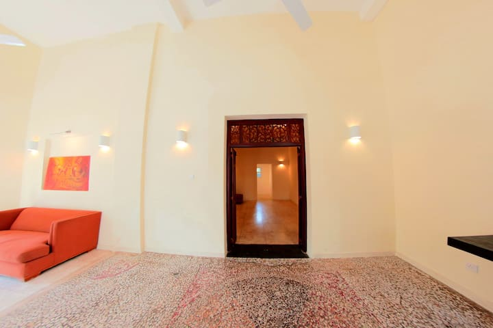 "Swanky ""Mosaic"" One Bedroom Apartment in Colombo 7 - Colombo - Leilighet"