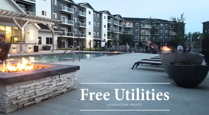 Lux 1bd, pools, hot tub, weight room