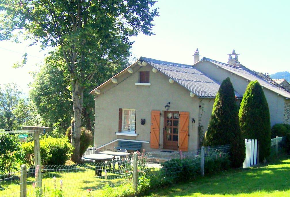 une maison des ann es 50 la campagne case in affitto a saint julien chapteuil alvernia francia. Black Bedroom Furniture Sets. Home Design Ideas