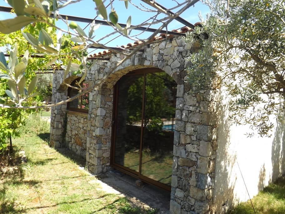 Antique ´cabanon´ by the pool, sleeps 2 (more pics to come)