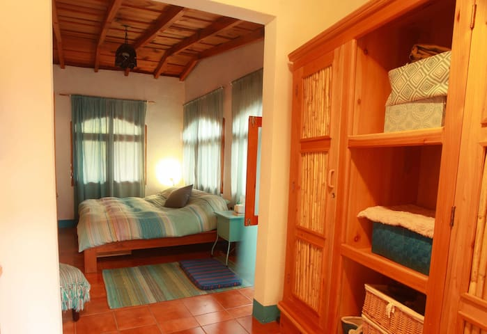 Casa Vivare-MBR (Master Bedroom on lake Atitlan)