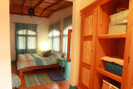 Casa Vivare-MBR (Master Bedroom on lake Atitlan) - Santa Cruz la Laguna