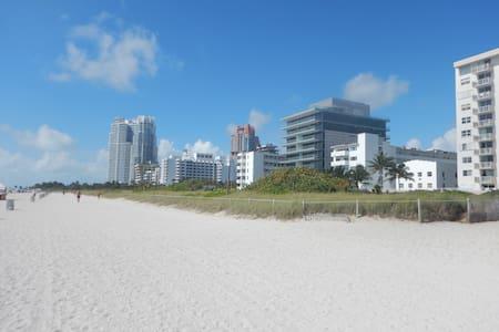 Jimi Apt Beacfhfront 335 Ocean Dr. Pool & Kitchen - South Beach, Miami Beach