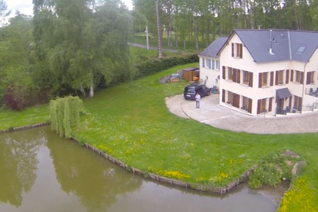 Aerial view of house and lake
