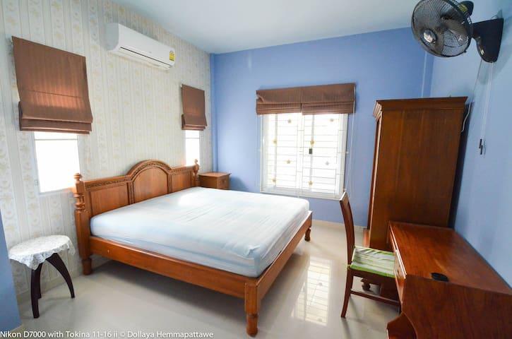 Entire House,Rayong beach, Thailand - Tambon Choeng Noen - Дом