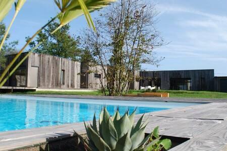 Maison d'architecte avec piscine - St Jean d'Eyrault
