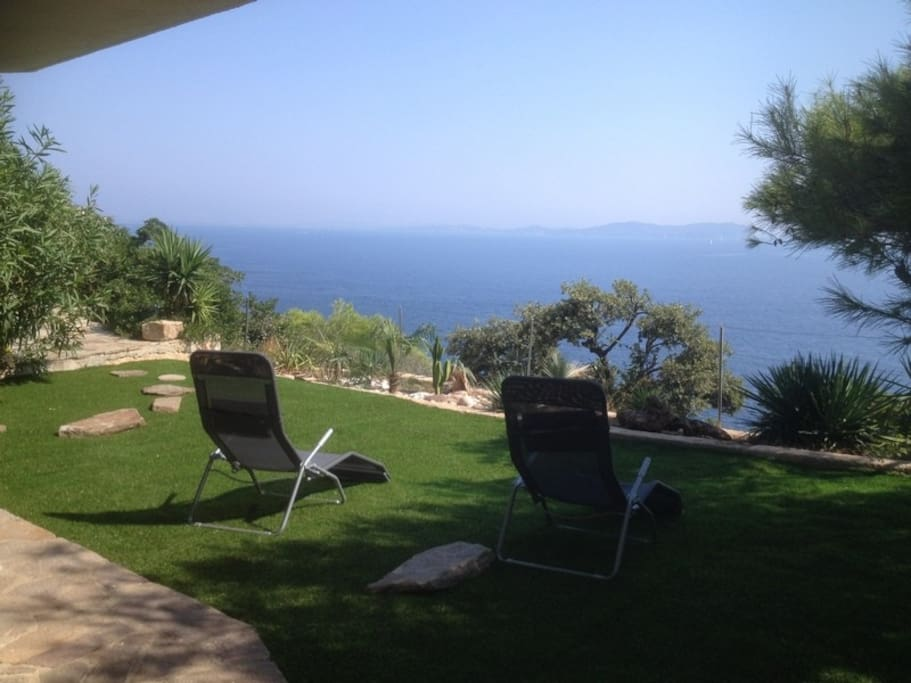 Villa mer face aux iles piscine villas for rent in for Piscine carqueiranne