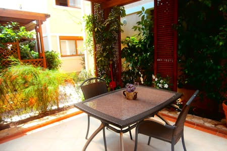 Close to airport ...in the quite athenian suburbs! - Gerakas - Apartment