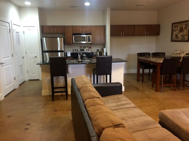 Entire Modern Eastside Condo - Austin - Appartement