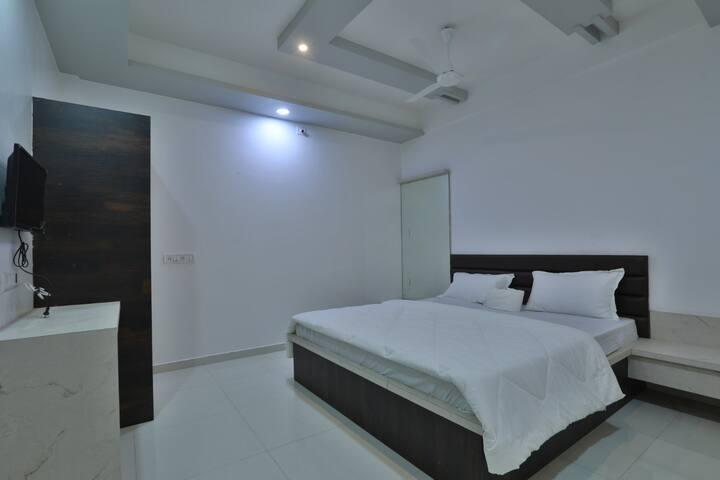 Hotel Sai Navsari - Sai Suite Room