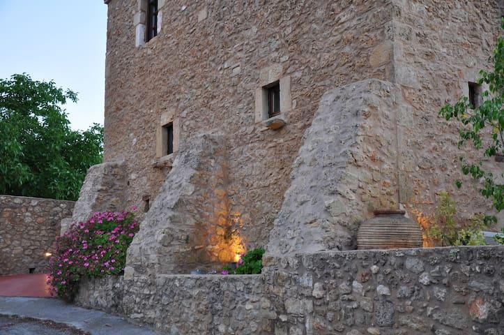 Πέτρινος πύργος του 1869 - Γύθειο - Casa