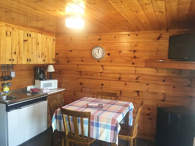 Cozy Log-style Buck Rub Lodge #6
