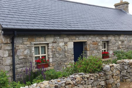 Seaside Cottage/studio Creevy Pier. - Ballyshannon