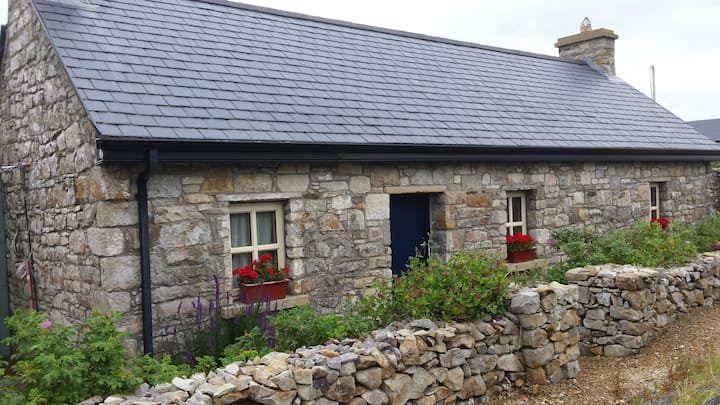 Pat's Cottage,Donegal Coastal Retreat.Creevy Pier.