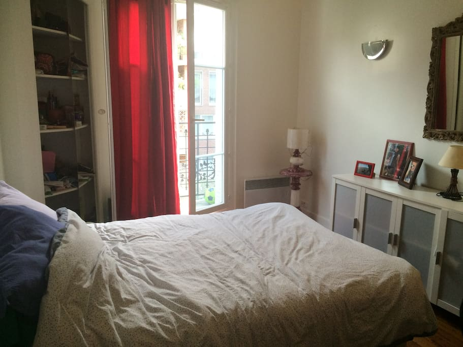 Chambre, lumineuse, spacieuse.