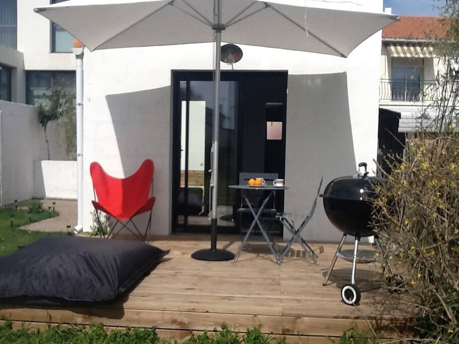 charmant studio meubl appartements louer la. Black Bedroom Furniture Sets. Home Design Ideas
