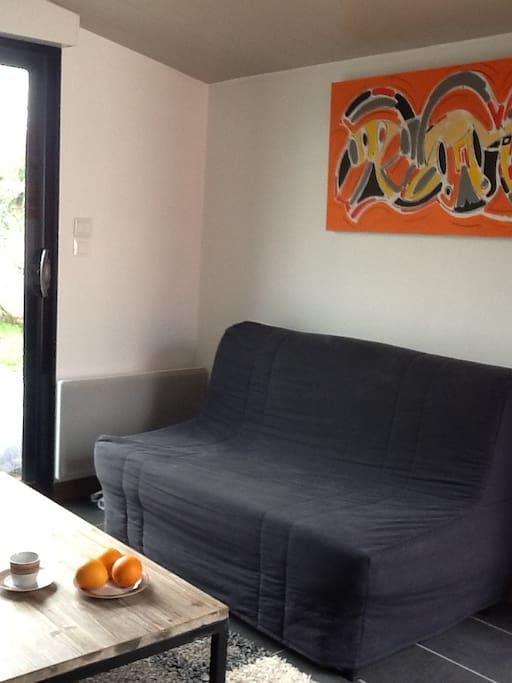 charmant studio meubl appartements louer la rochelle poitou charentes france. Black Bedroom Furniture Sets. Home Design Ideas