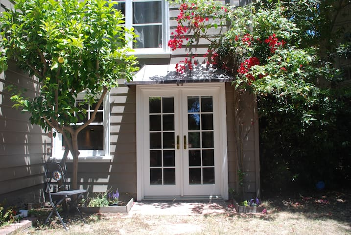 Charming In-Law in a Redwood grove - Oakland - Apartment