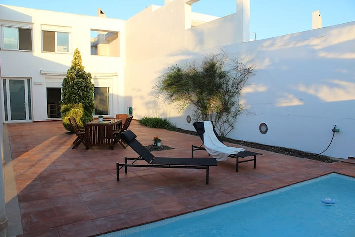 Beatiful house with a private pool - Poble Nou - House