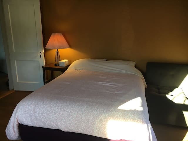 Great Deal! Full-size bed. Bathroom w/tub.