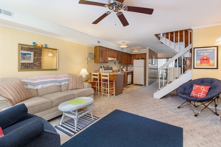 Dog-friendly townhome w/ a screened porch, fireplace - close to the boardwalk!