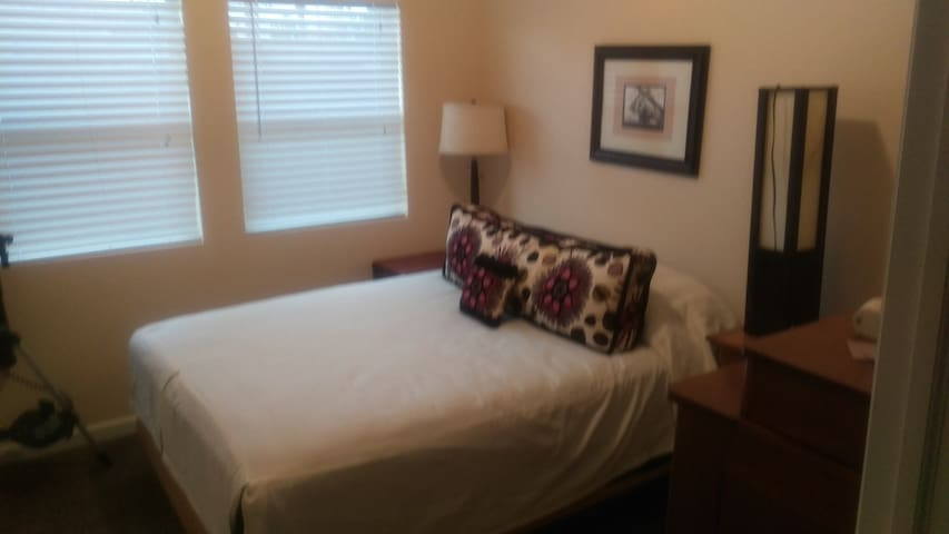 New home- Your own Room and Bath - Denver - Bed & Breakfast