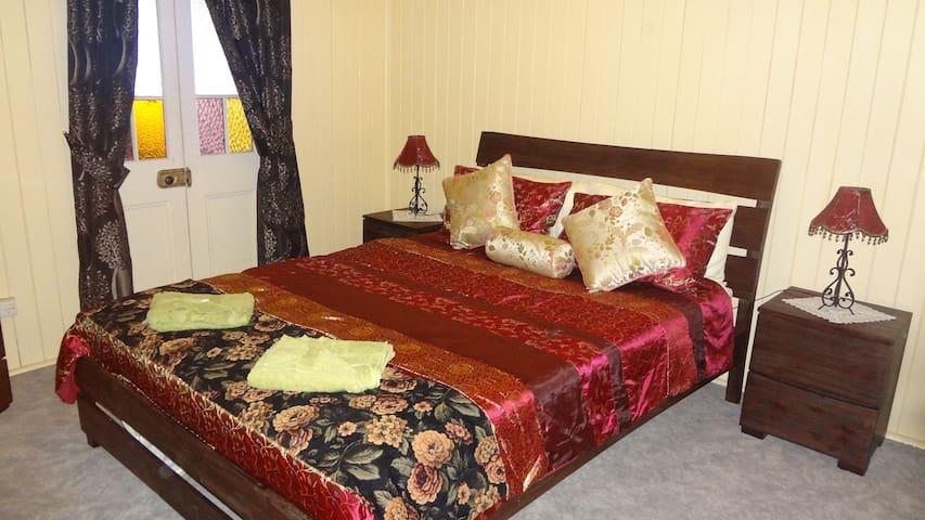 Queen Bedroom, Ceiling Fans
