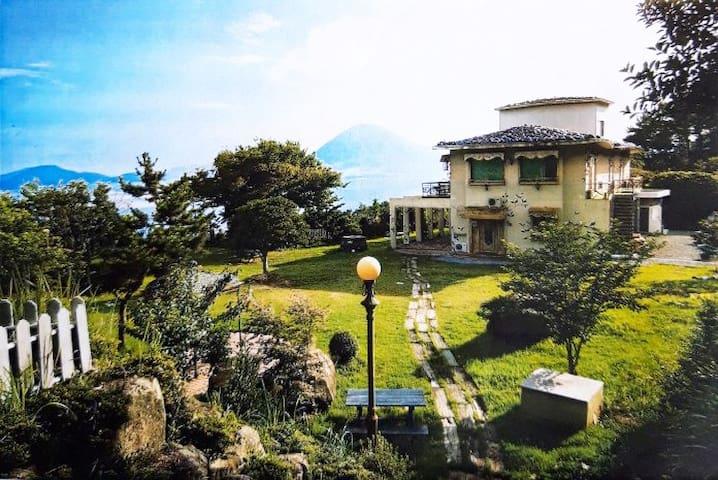 거제도, 라온제나(열차룸) 1600평 넓은 정원, 커피향과 바다가펼쳐진 멋진 휴식처