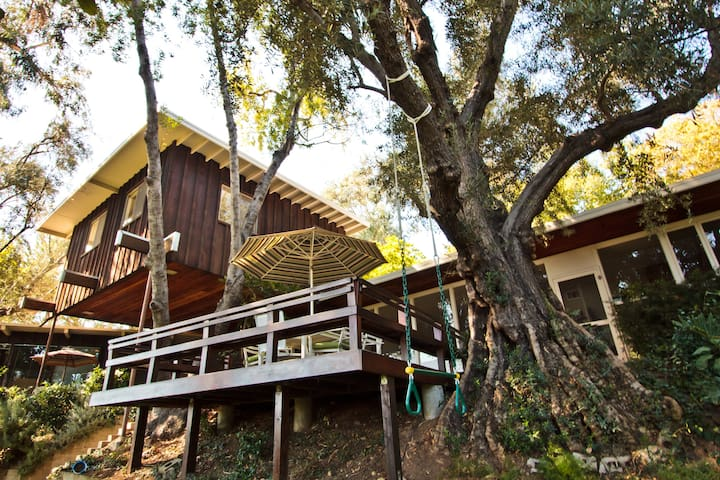 private Space/Treehouse in home. - South Pasadena - Casa na árvore