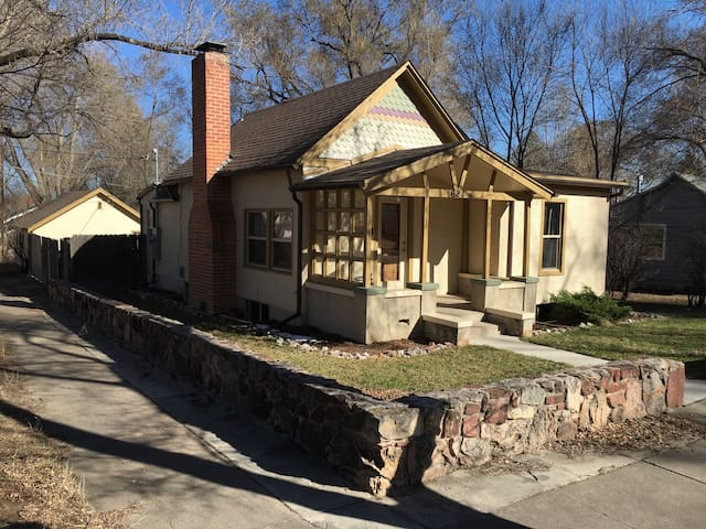 Room in west-side late-1800s home! - Colorado Springs - House