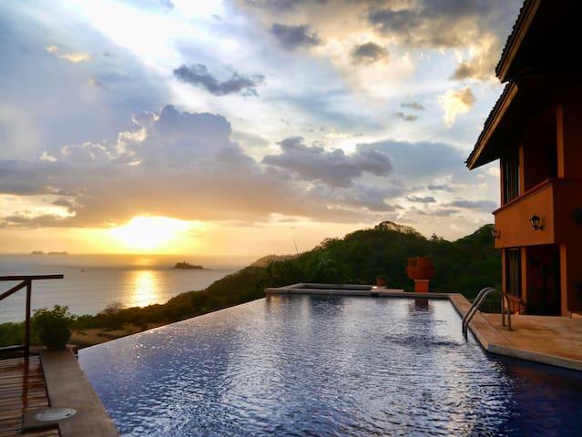 Casa Habibi Spectacular Views & Family Fun Getaway - Playa Flamingo