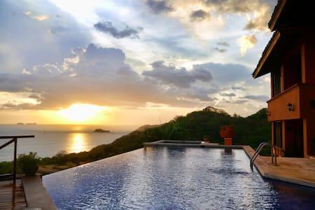 Casa Habibi Spectacular Views & Family Fun Getaway - Playa Flamingo - Villa