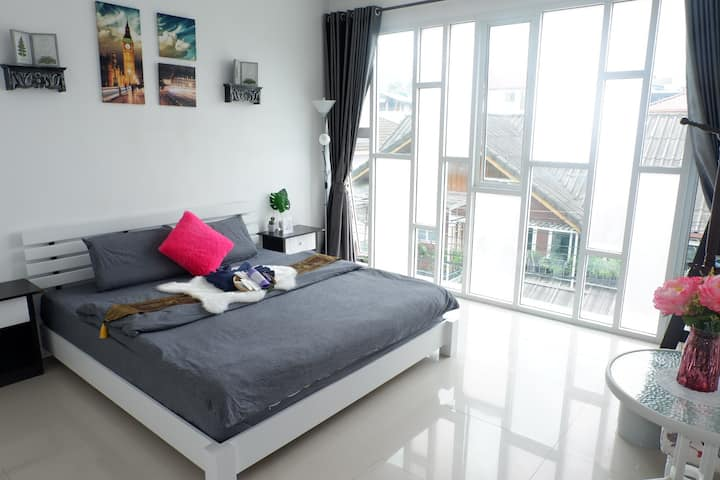 New cozy townhouse 5 BDR great location  in Nimman