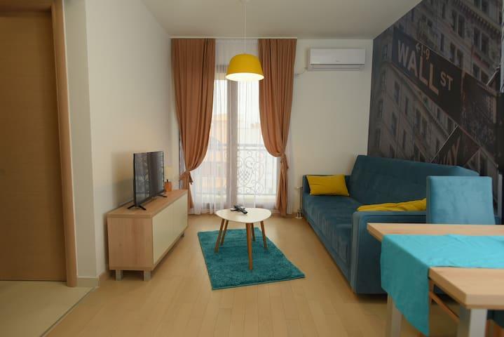 Flatiron Apartments (blue apartment)