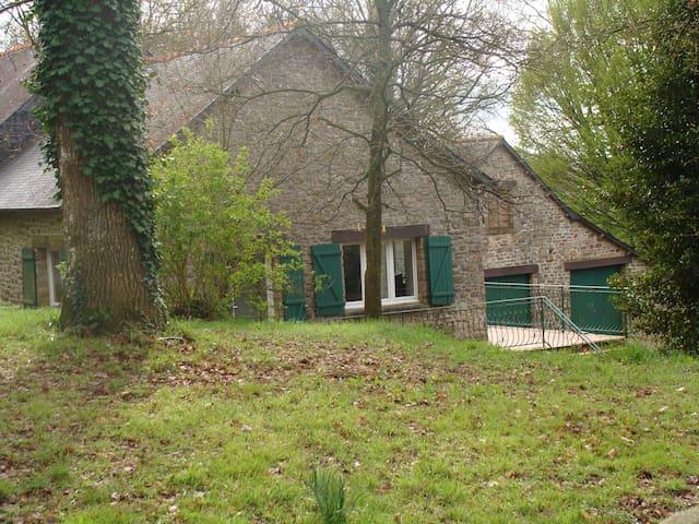 maison type longère/ 3 chambres /proche rennes . - Saint-Aubin-du-Cormier - House
