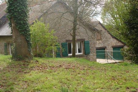 maison type longère/ 3 chambres /proche rennes . - Saint-Aubin-du-Cormier - 独立屋