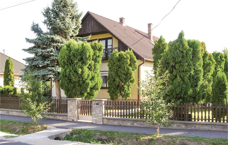 Holiday cottage with 4 bedrooms on 150 m² in Látrány