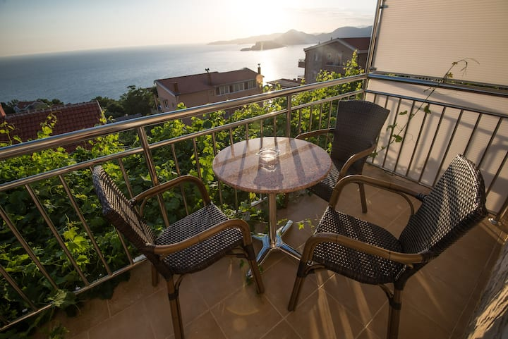 Studio for 4 persons with sea view