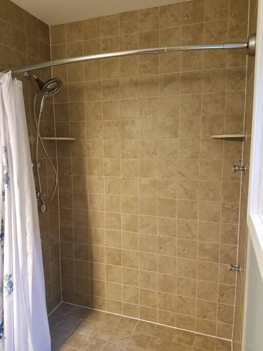 Shower features 4 body sprayers