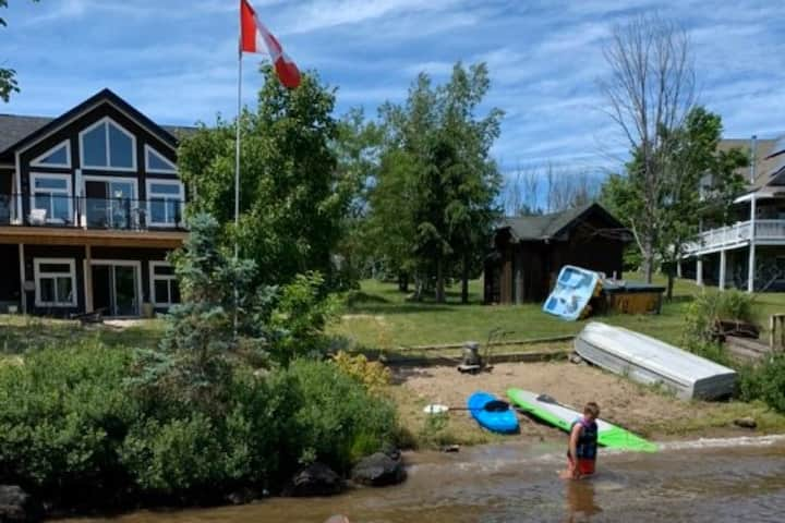 The Lake House on Mantiouwabing Parry Sound