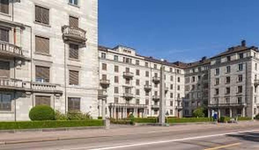 Leben im Schloss direkt am Zürich See