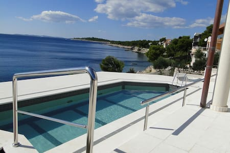 Villa Perla 3- direct at the sea - Primošten