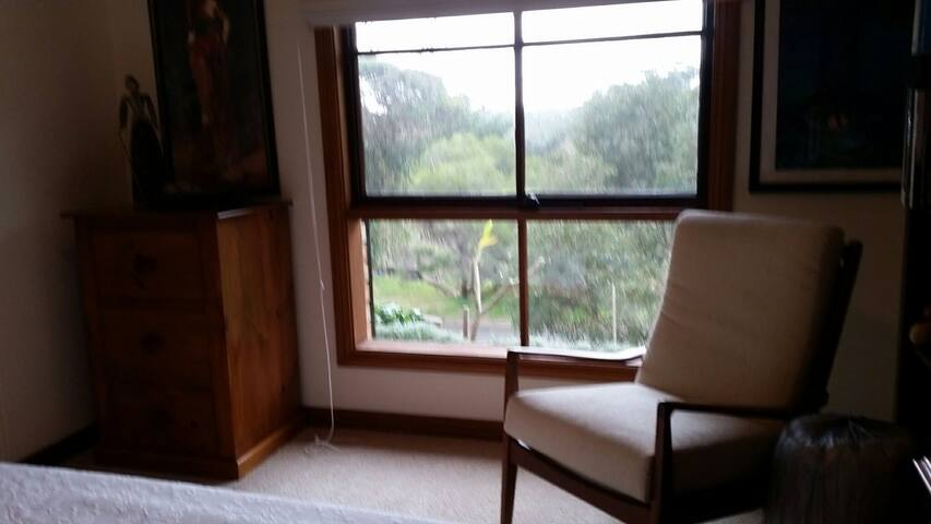 Adelaide Hills accommodation includes bedroom /sit