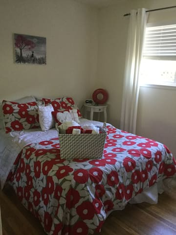 Cozy private bedroom with access to private bath - San José - Casa