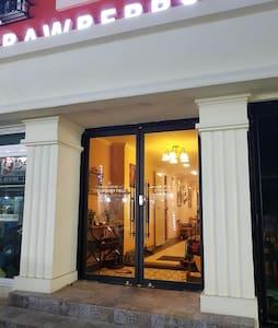 유럽풍의 예쁜 고품격 게스트하우스/ 2인객실/전용욕실/올레시장, 이중섭거리/스트로베리필드4 - Jungjeong-ro61beon-gil, Seogwipo-si - Guesthouse - 1