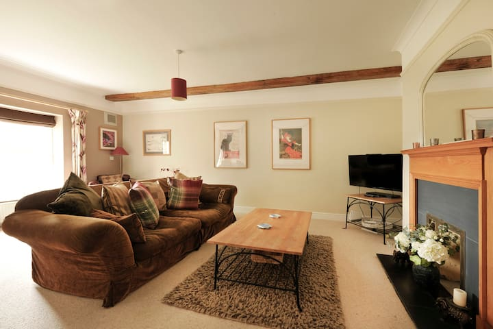 Townhouse - shared indoor pool & gym nr Southwold