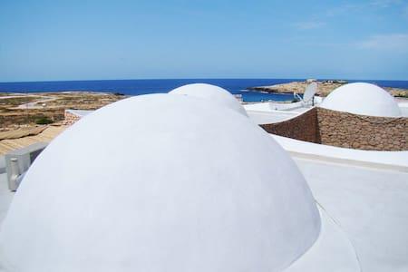 Dammusi su mare con tutti i comfort - Lampedusa E Linosa